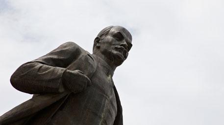 Памятник Ленину замироточил в Выборге