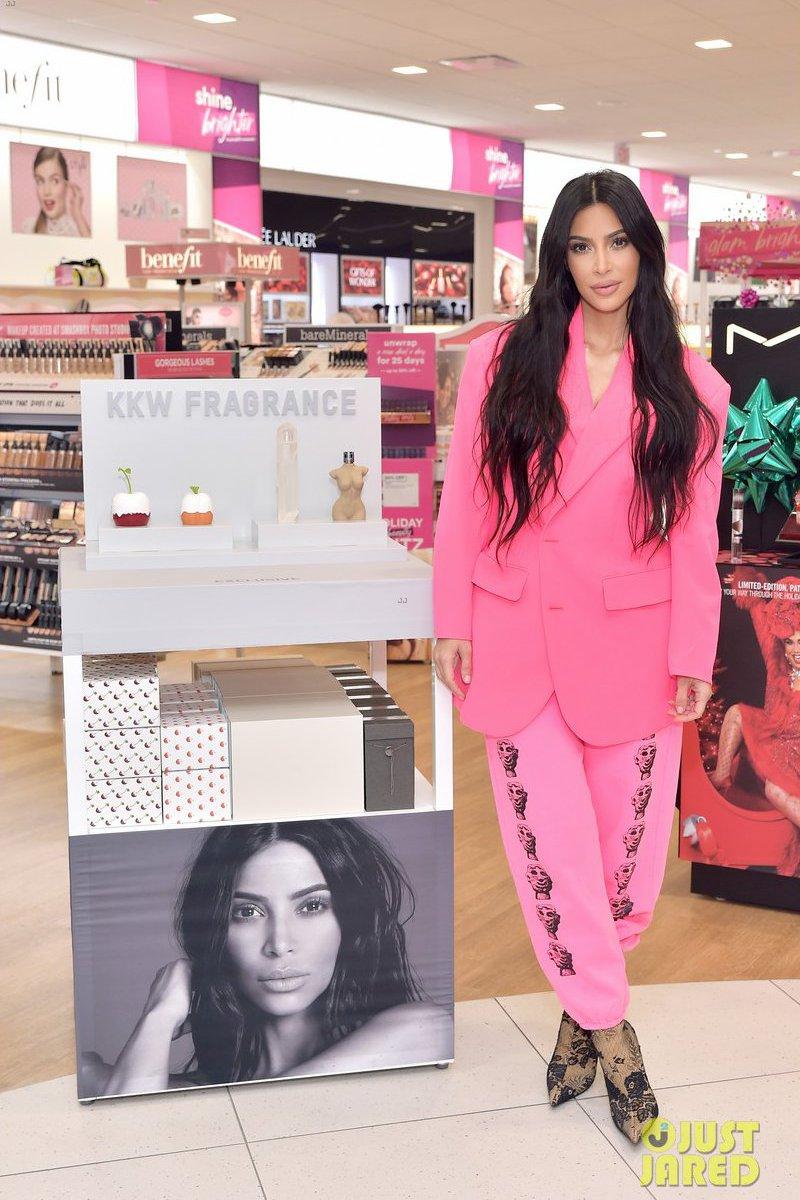 Piores looks da Kim Kardashian e porque eles não ficaram legais