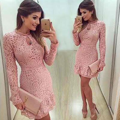 Vestido rosa com renda e manga longa