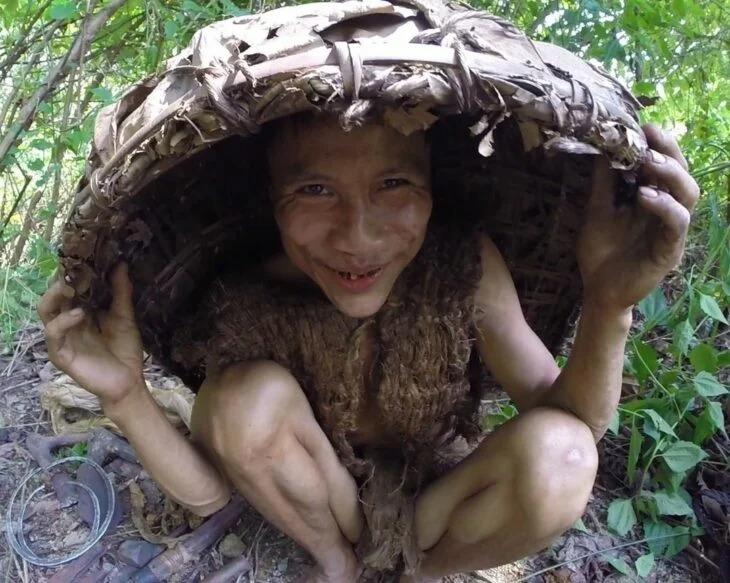 Encuentran a hombre viviendo en la selva como Tarzán