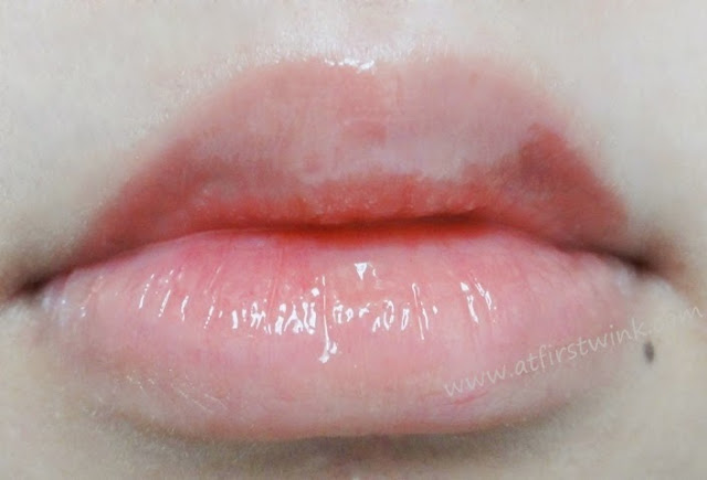 Clio Lipstealer gloss 3 - Flower Pink on lips