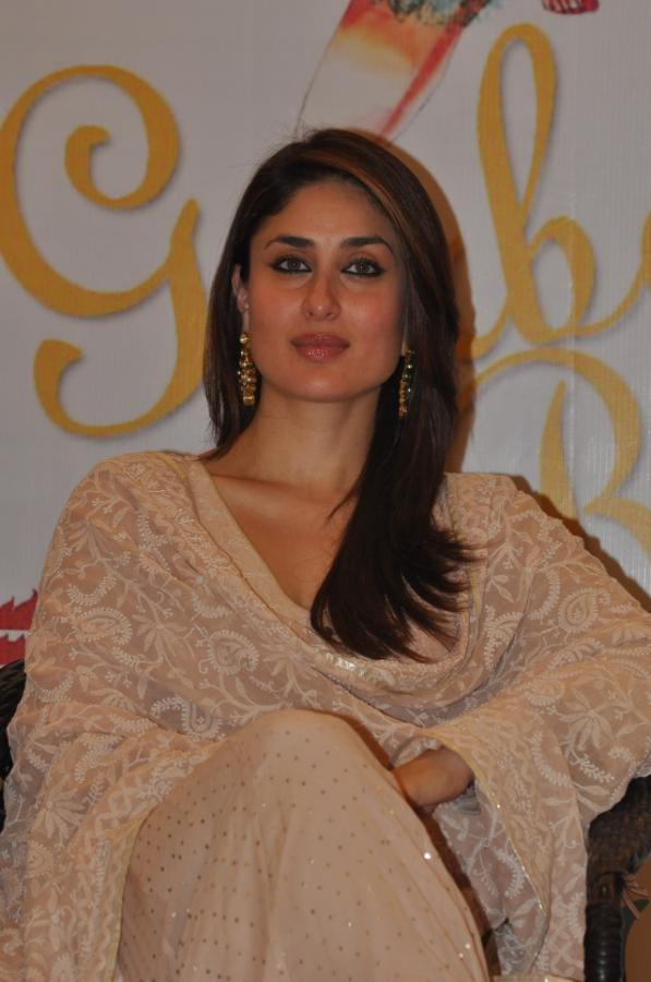 Bollywood Glamour Queen Kareena Kapoor Hot Mass Face In Pink Dress