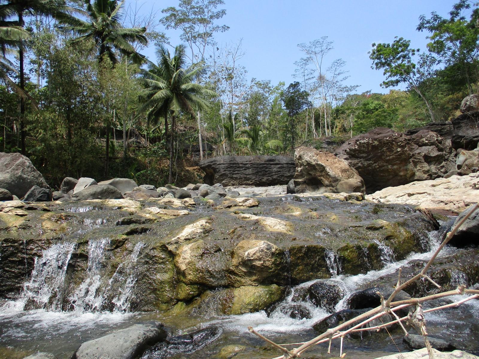 Ada Sungai Dengan Pemandangan Indah Di Desa Pandean