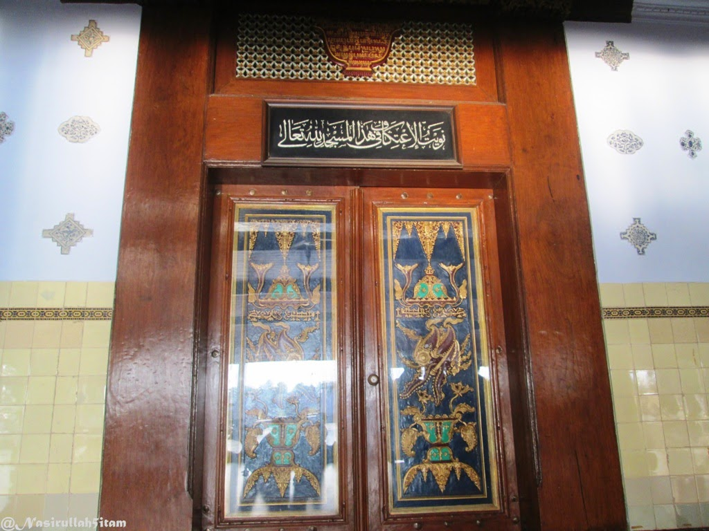 Motif pada pintu utama Masjid Agung Kota Demak