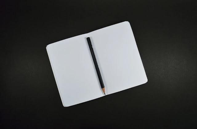 Pensil dan Kertas Kosong