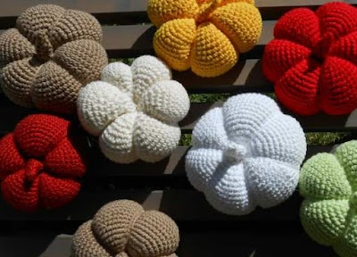Calabazas de lana para otoño construidas de diferentes maneras