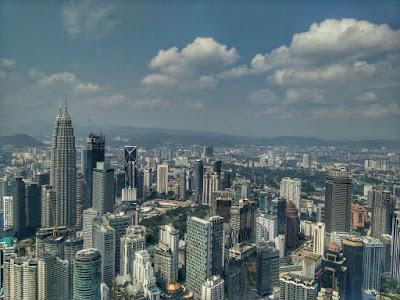Pengalaman Berjalan ke Menara Kuala Lumpur dan Upside Down House