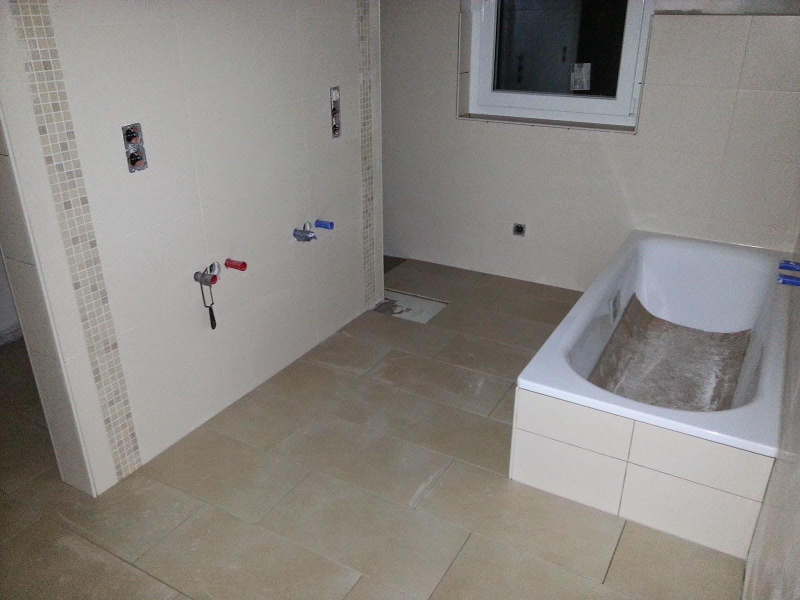 wir bauen ein okal haus bodenfliesen teilweise drin. Black Bedroom Furniture Sets. Home Design Ideas
