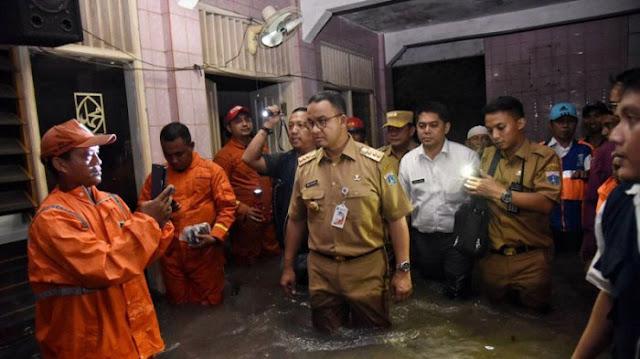 Lihat Gaya Anies-Sandi yang Pencitraan Melulu, DPRD DKI Gerah Bilang: STOP PENCITRAAN, TAK PERLU BICARA TAK PENTING!