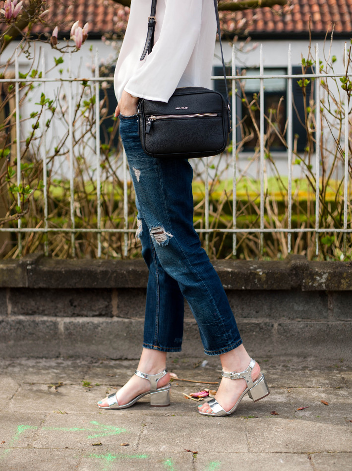 outfit: boyfriend jeans, heeled silver sandals