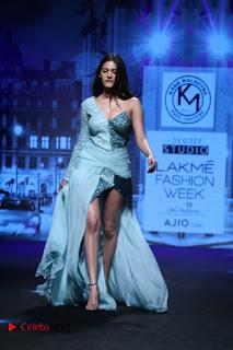 Actress Amyra Dastur Walk On Ramp for Designer Karn Malra at LFW Summer 2017  0005.jpg