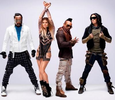 Foto de Black Eyed Peas posando parados