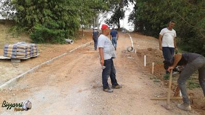 Dia 15 de setembro de 2016, Bizzarri na sede da Fazenda em Atibaia-SP, estamos fazendo as guias de pedra na rua, onde a rua vai ser feita com piso de pedriscos e execução do paisagismo.
