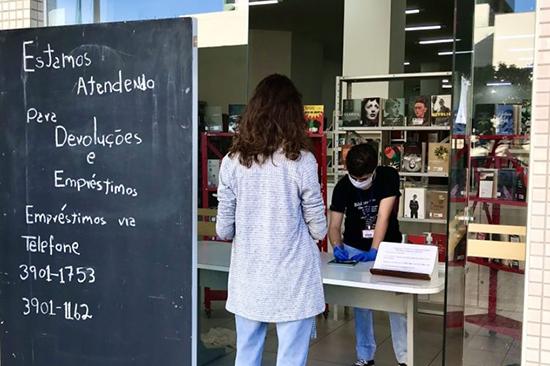 Bibliotecas reabrem em Maringá