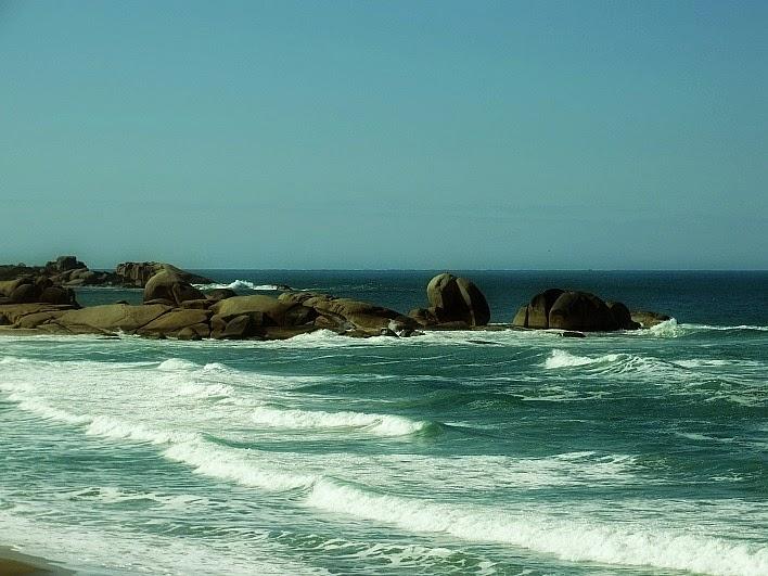 Pedras no canto esquerdo da Praia Mole, em Florianópolis
