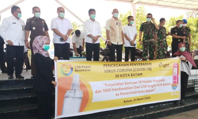 Belasan Unit Wastafel dan Ribuan Handsanitizer diberikan Bright PLN Kepada Pemko Batam untuk Bantu Pencegahan Corona