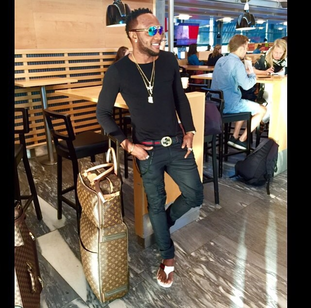 79b367793 Glowy  Kcee in Gucci White Leather Thong Sandal for Men.