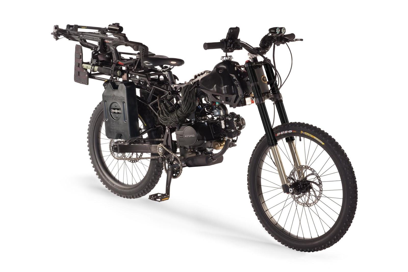 The Survival Black Ops Bike adalah kanvas kosong taktis Anda.  Pengangkut super utilitarian yang diilhami militer, dilengkapi dengan rak universal yang menerima segudang mount, harness, dan pemasangan baut sehingga Anda bisa berkemas bersama terkutuk di dekat apa pun yang dapat Anda bayangkan.  Tangki bahan bakar utama ditambah bahan bakar tambahan dari dua tangki bahan bakar opsional yang dipasang di sisi merah akan membawa Anda sejauh 250 hingga 300 mil tanpa pengisian. Itu hal yang baik ketika Anda bepergian melalui padang pasir dengan kuda tanpa nama. . .  Sepeda ini dibangun untuk survivalist kreatif. Terapkan perlengkapan favorit Anda dan melarikan diri dengan hidup Anda. Untuk inspirasi, lihat edisi terbatas versi Black Ops Camo yang telah kami buat.  MOTOPED® dengan cara Anda sendiri, memberontak, dan tidak melihat ke belakang.