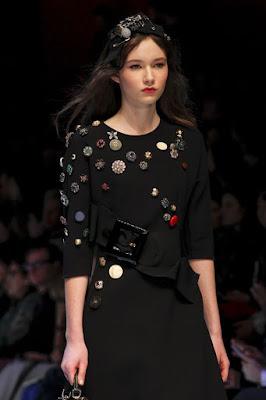 1. Customizar roupas com botões:
