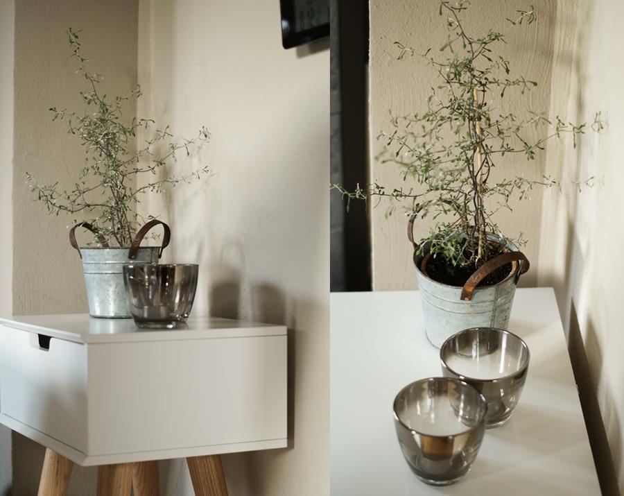 Blog + Fotografie by it's me! - fim.works - Collage Nachtschrank Mitra mit ZickZackStrauch und Teelichtgläsern