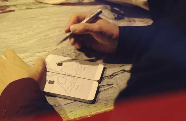 James jean painting on iPhone5 in silver
