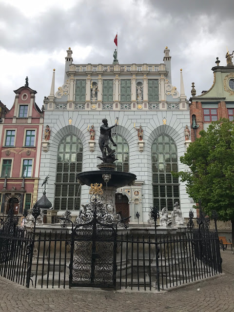 photo of the Neptune fountain in gdansk