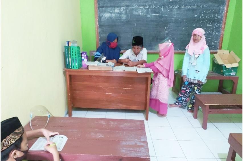 Peduli Pendidikan, Mahasiswi KKN UIN Walisongo Bantu NgajarNgaji di Madin