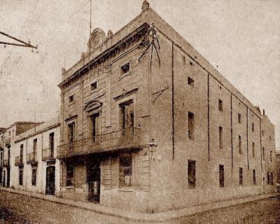 Fachada de la sede social y conjunto de edificios que formaban la propiedad del Casal en 1930