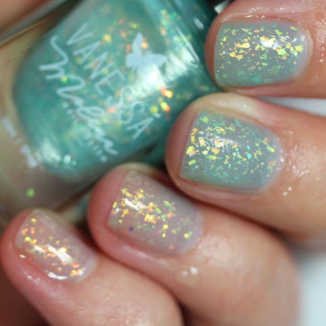 Turquoise clear thermal nail polish
