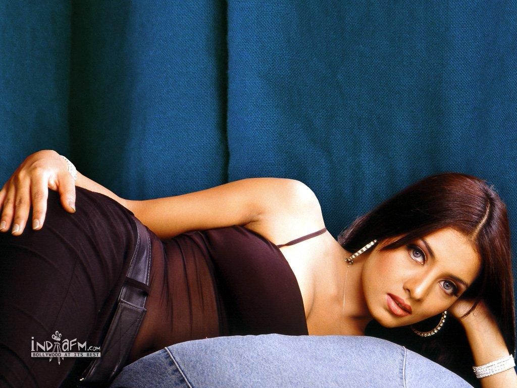 Celina Jaitely Sexy Pics