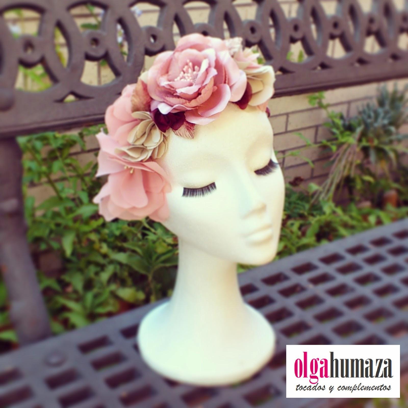 http://olgahumaza.blogspot.com.es/2014/06/b43-tocado-semi-corona-tiara-flores.html