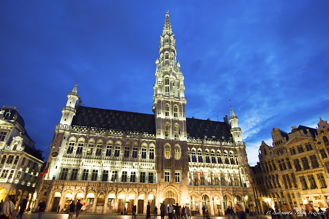 Grand Place - Bruselas, de noche, por El Guisante Verde Project