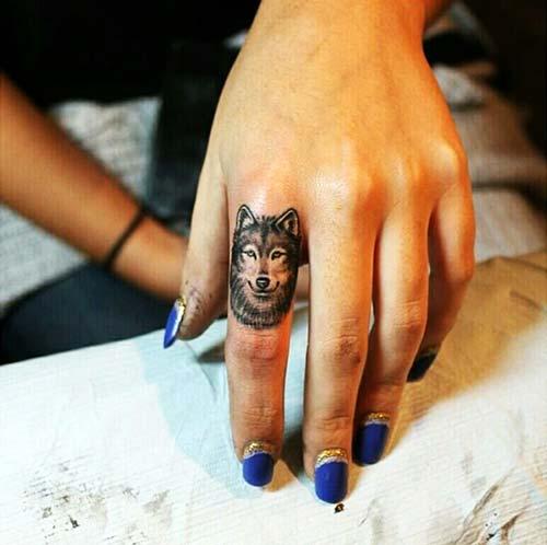 parmak kurt dövmesi finger wolf tattoo