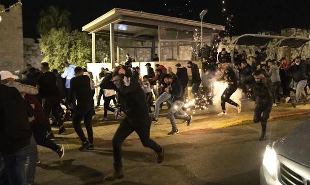 Jerusalém tem 'noite de caos' marcada por confrontos violentos entre judeus e palestinos