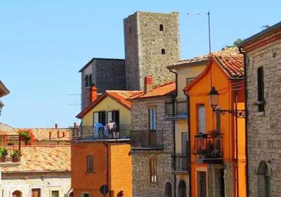 Quer morar na Itália? Cidade vende casas por R$ 5