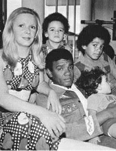 Simonal e Tereza Pugliesi com filhos