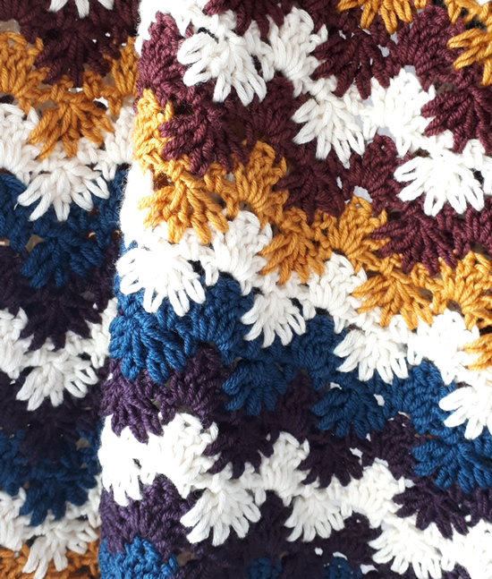 Crochet ric rac blanket, autumn colours | Happy in Red