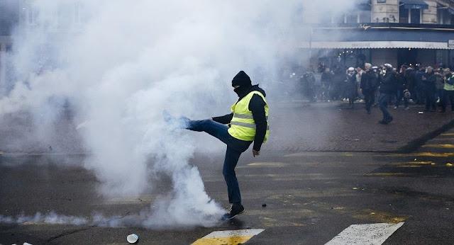 Παρισι: Δακρυγόνα και συλλήψεις στην «επέτειο» των Κίτρινων Γιλέκων
