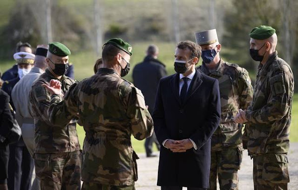 Tribune de militaires dans « Valeurs Actuelles » : Les 18 soldats en activité signataires vont passer devant un conseil militaire