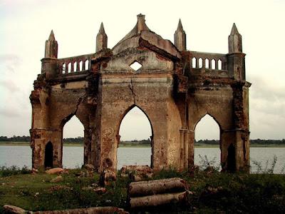 Bonita Iglesias abandonada