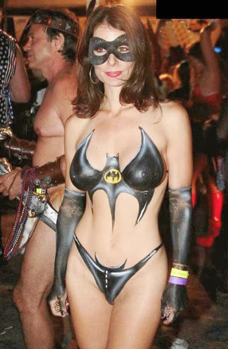 Body Art Nude - Cosplay a painted Batwoman