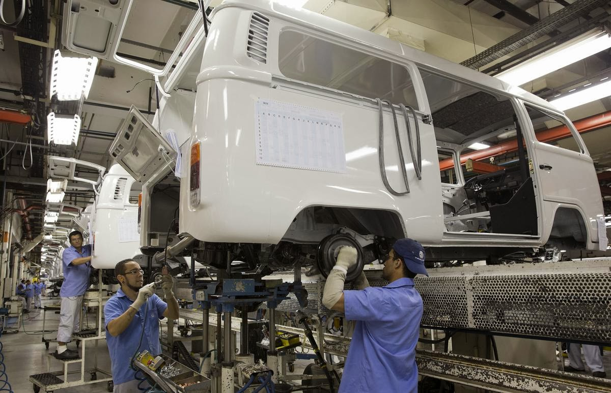 411b570edf VW factory in Brazil  The last vans being assembled by hand