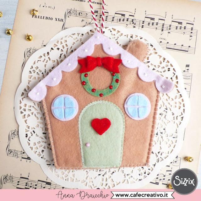 Decorazione natalizia in feltro: Casa pan di zenzero – fai da te