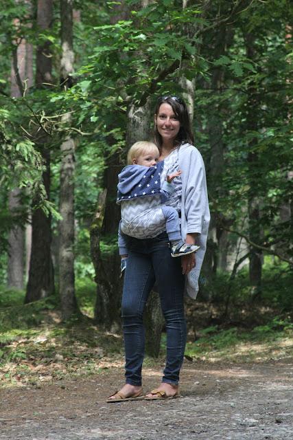 kombinezon, mei tai, kardigan angie, jak nosić małe dziecko w nosidełku, bezpieczne nosidełko dla dzieci, noś przodem do siebie