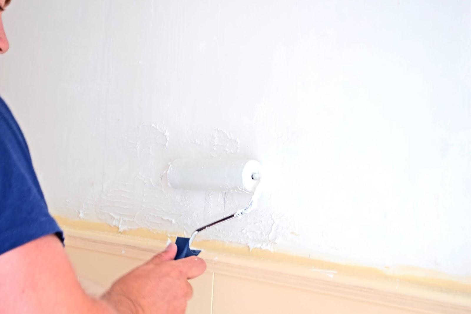 Jak wygładzić zniszczoną ścianę?