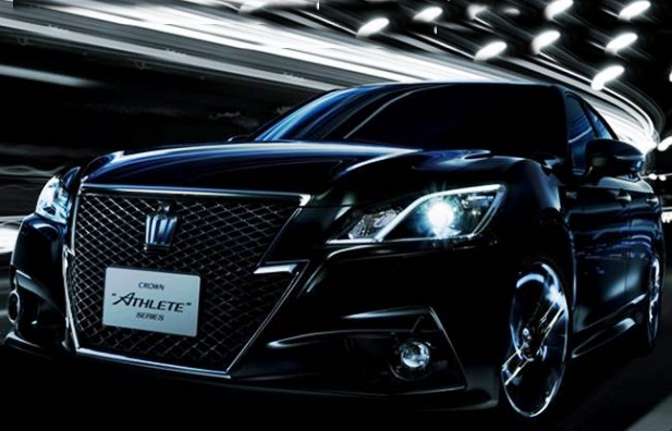 2017 Toyota Crown Review