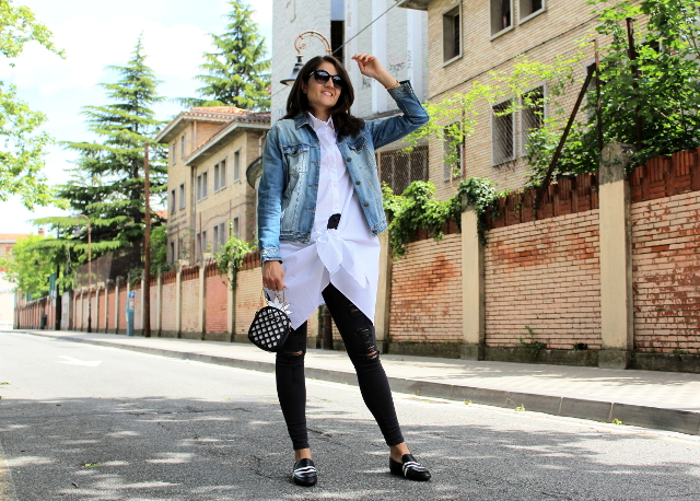 Camisa blanca con lazada