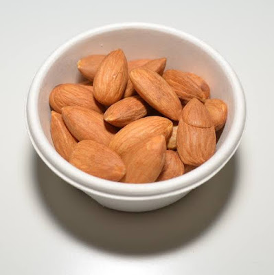 badam-ke-fayde-benefits-of-almond-in-hindi