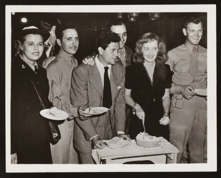 Another Old Movie Blog: Bette Davis at the Hollywood Canteen