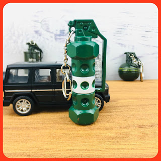 PUBG Keychain PUBG Detonation Bomb Pendant Keychain Keyring Fashion Souvenir Gift Toys
